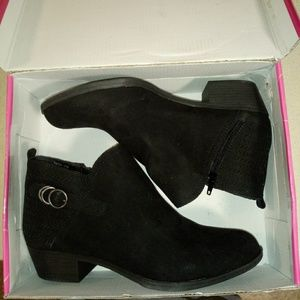 Womens roughe boots size 10